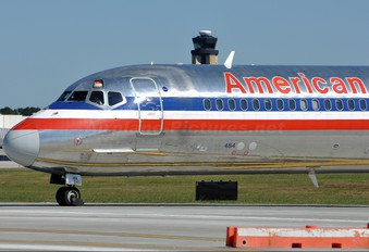 N484AA - American Airlines McDonnell Douglas MD-82