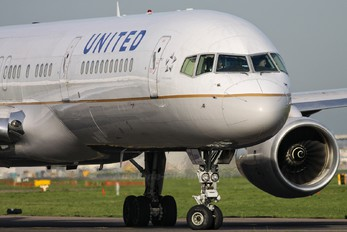 N14121 - United Airlines Boeing 757-200