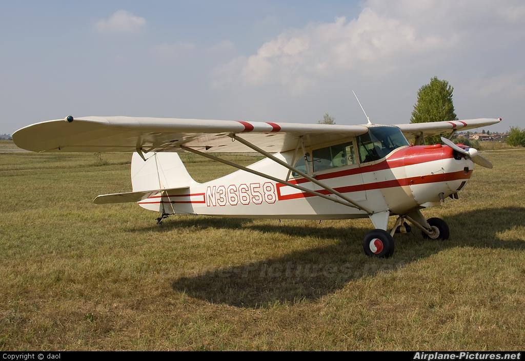 Private N33658 aircraft at Ferrara