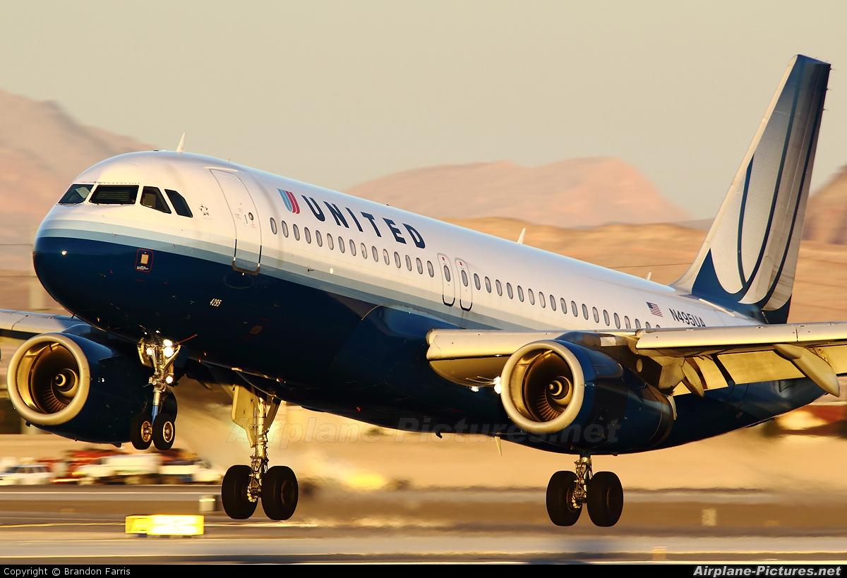 United Airlines N495UA aircraft at Las Vegas - McCarran Intl