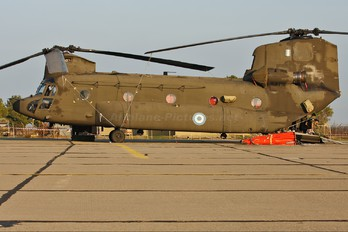ES915 - Greece - Hellenic Army Boeing CH-47SD Chinook