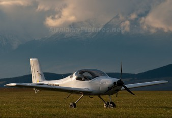 OM-M555 - Private Flying Machine FM250 Vampire
