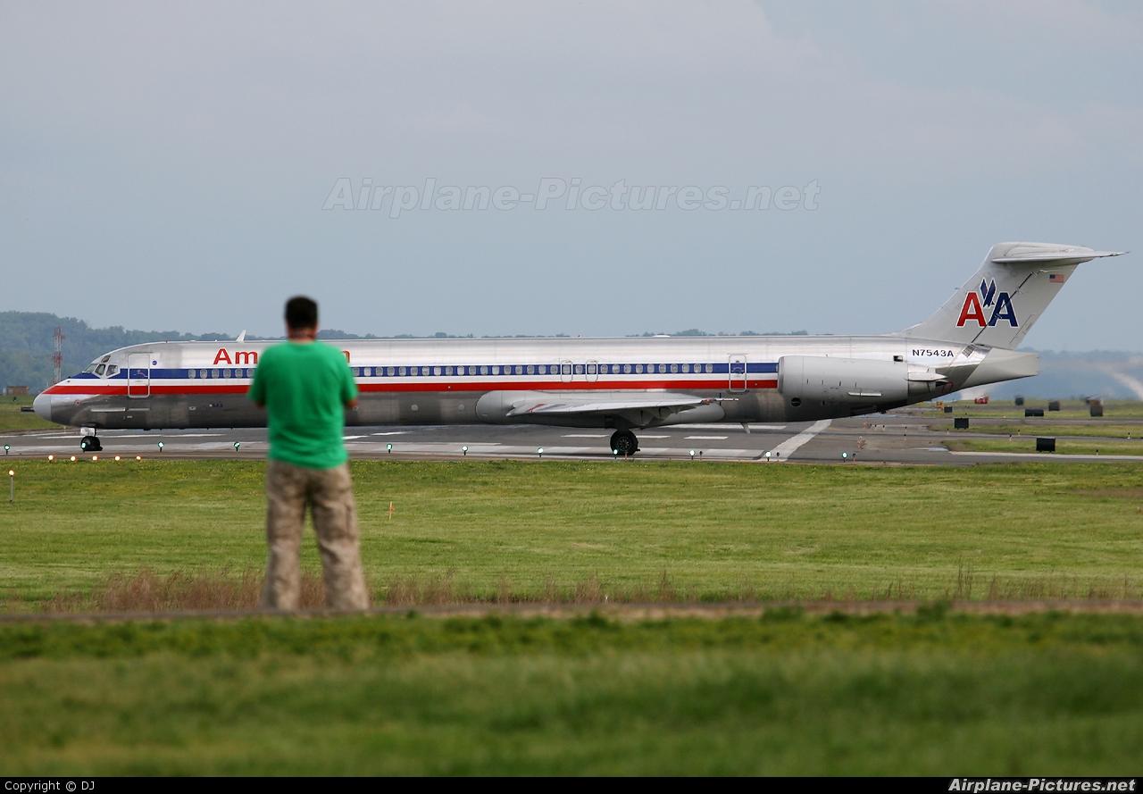 American Airlines N7543A aircraft at Washington - Ronald Reagan National