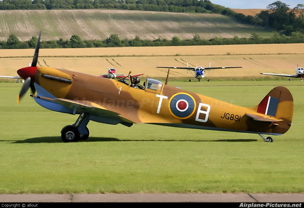 Historic Flying G-LFVC aircraft at Duxford