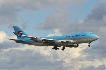 HL7605 - Korean Air Cargo Boeing 747-400F, ERF
