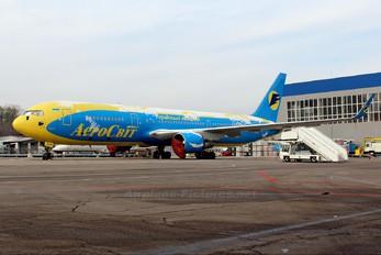 UR-VVW - Aerosvit - Ukrainian Airlines Boeing 767-300