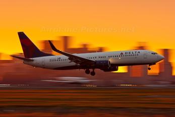N3747D - Delta Air Lines Boeing 737-800