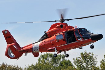 6580 - USA - Coast Guard Aerospatiale MH-65C Dolphin