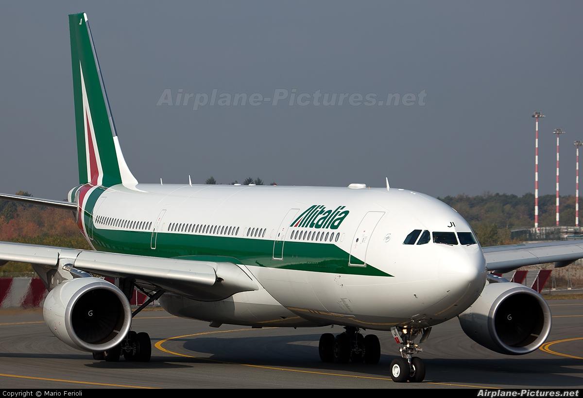 Jet Privato Alitalia : Ei eji alitalia airbus a at milan malpensa