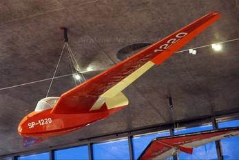 SP-1220 - Aeroklub Polski PZL SZD-6X Nietoperz