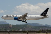N218UA - United Airlines Boeing 777-200ER aircraft