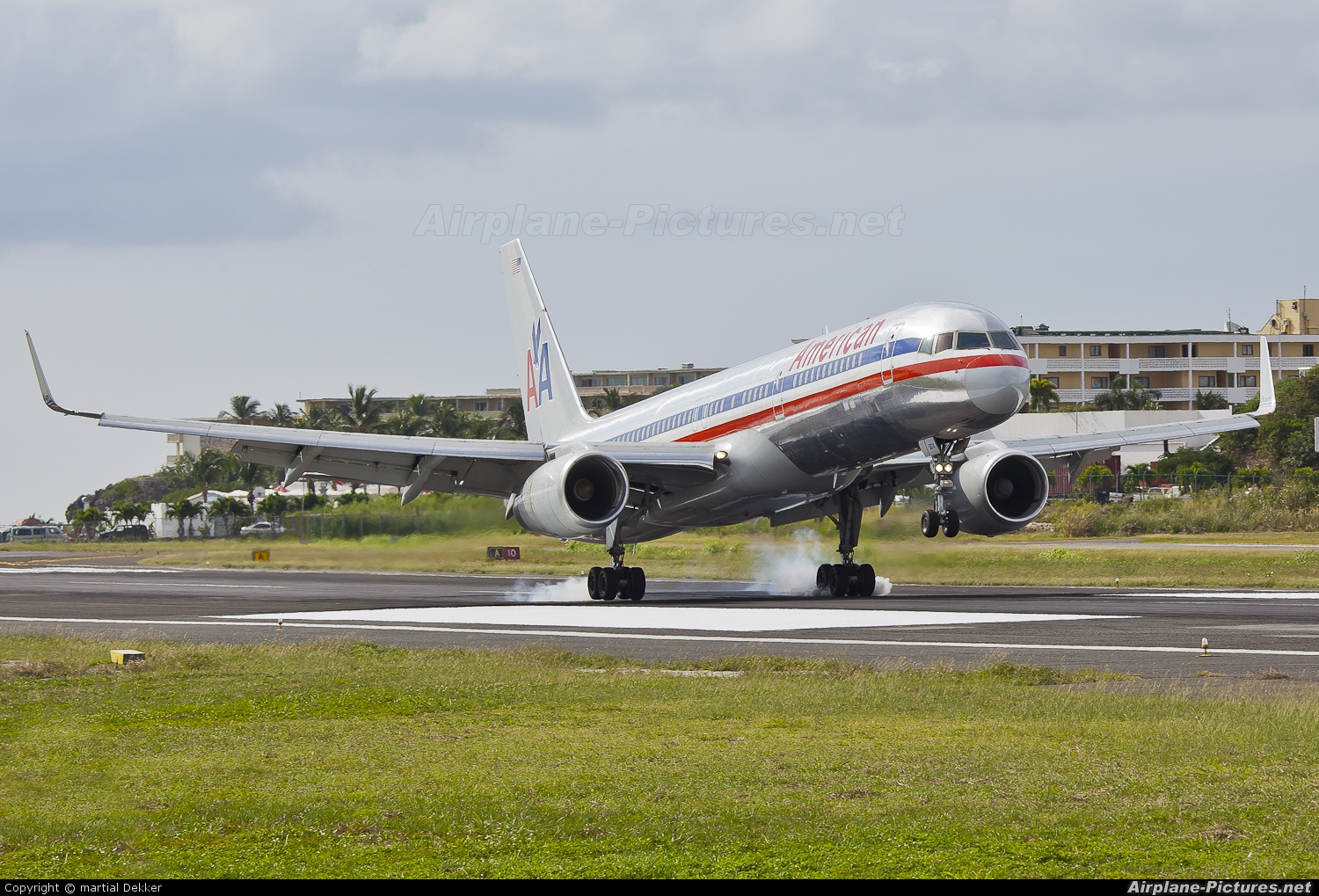 American Airlines N604AA aircraft at Sint Maarten - Princess Juliana Intl