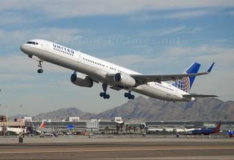 N57869 - United Airlines Boeing 757-300