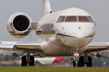 N18WZ - Private Bombardier BD-700 Global Express
