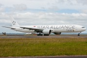 Singapore Airlines 77W in its brand new Star Alliance livery title=