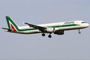 EI-IXC - Alitalia Airbus A321