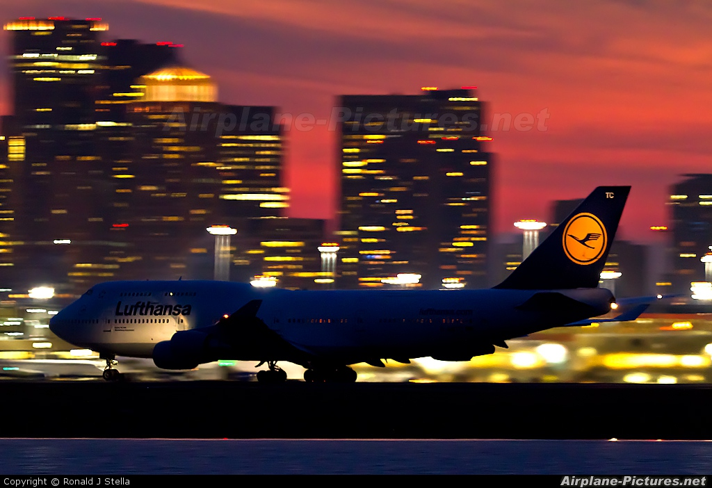 Lufthansa D-ABTC aircraft at Boston - General Edward Lawrence Logan Intl