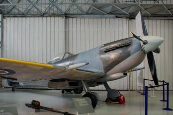 TE462 - Royal Air Force Supermarine Spitfire LF.XVI