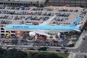 HL8216 - Korean Air Boeing 777-300ER aircraft