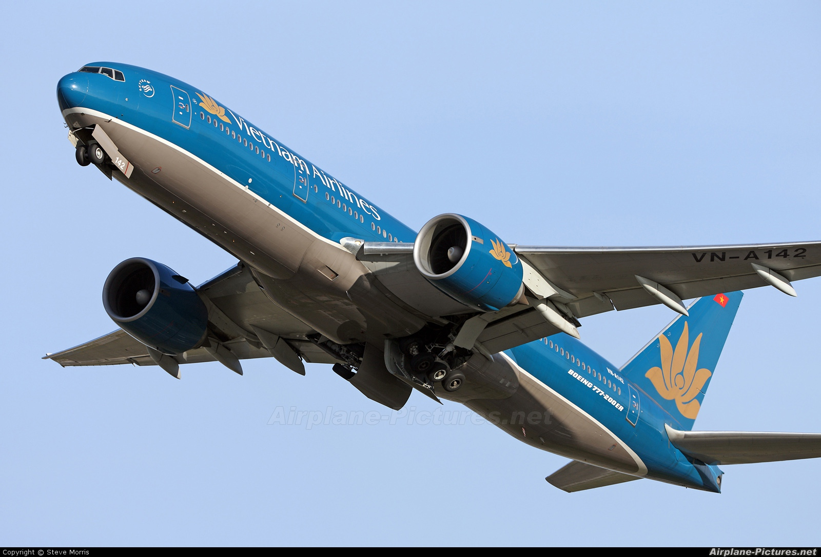 Vietnam Airlines VN-A142 aircraft at London - Gatwick