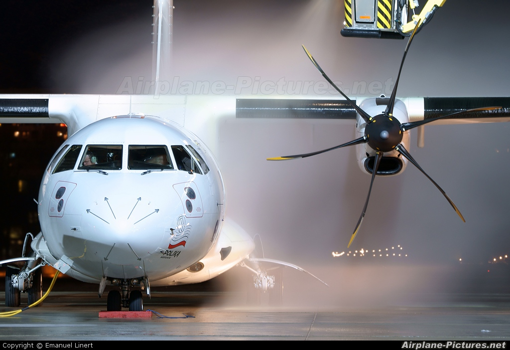 euroLOT SP-EDG aircraft at Innsbruck