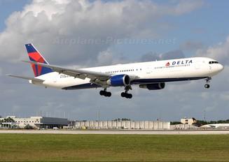 N826MH - Delta Air Lines Boeing 767-400ER