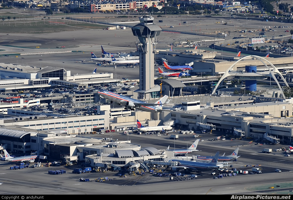 American Airlines N359AA aircraft at Los Angeles Intl