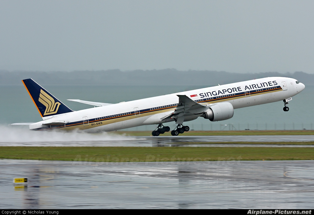 9V-SWS - Singapore Airlines Boeing 777-300ER at Auckland ...