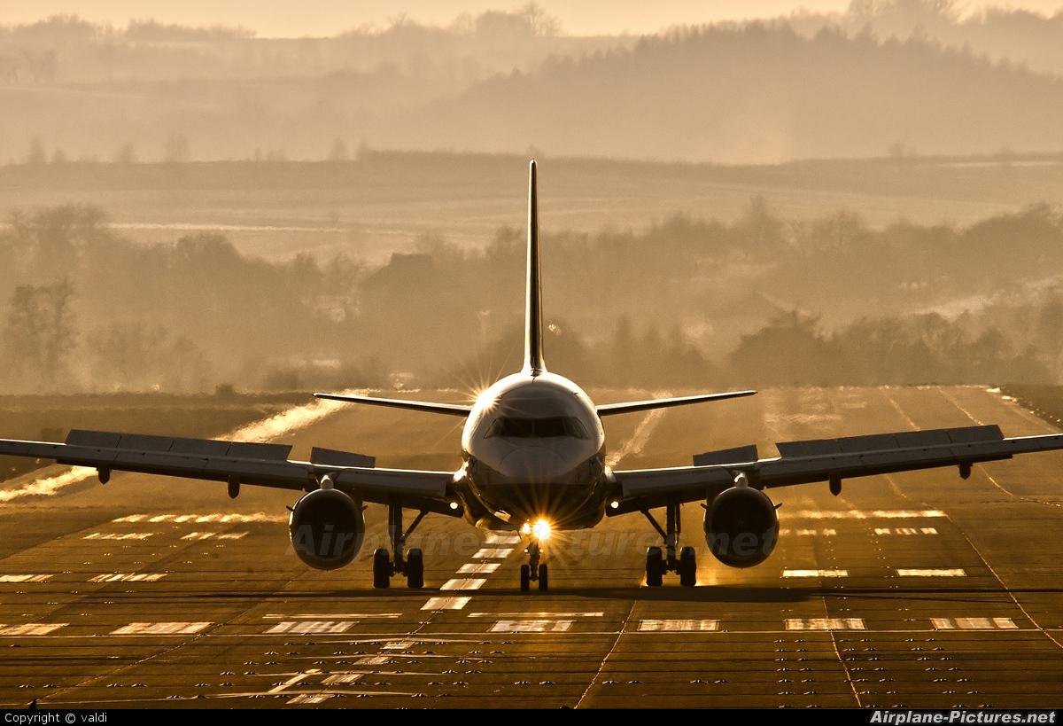 Lufthansa - aircraft at Kraków - John Paul II Intl