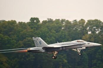 163499 - USA - Navy McDonnell Douglas F/A-18C Hornet