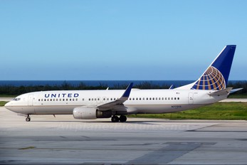 N77295 - United Airlines Boeing 737-800