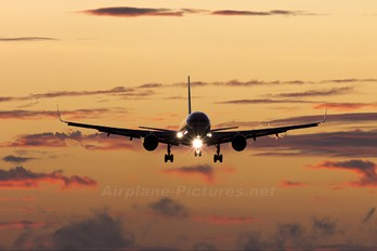 N689AA - American Airlines Boeing 757-200