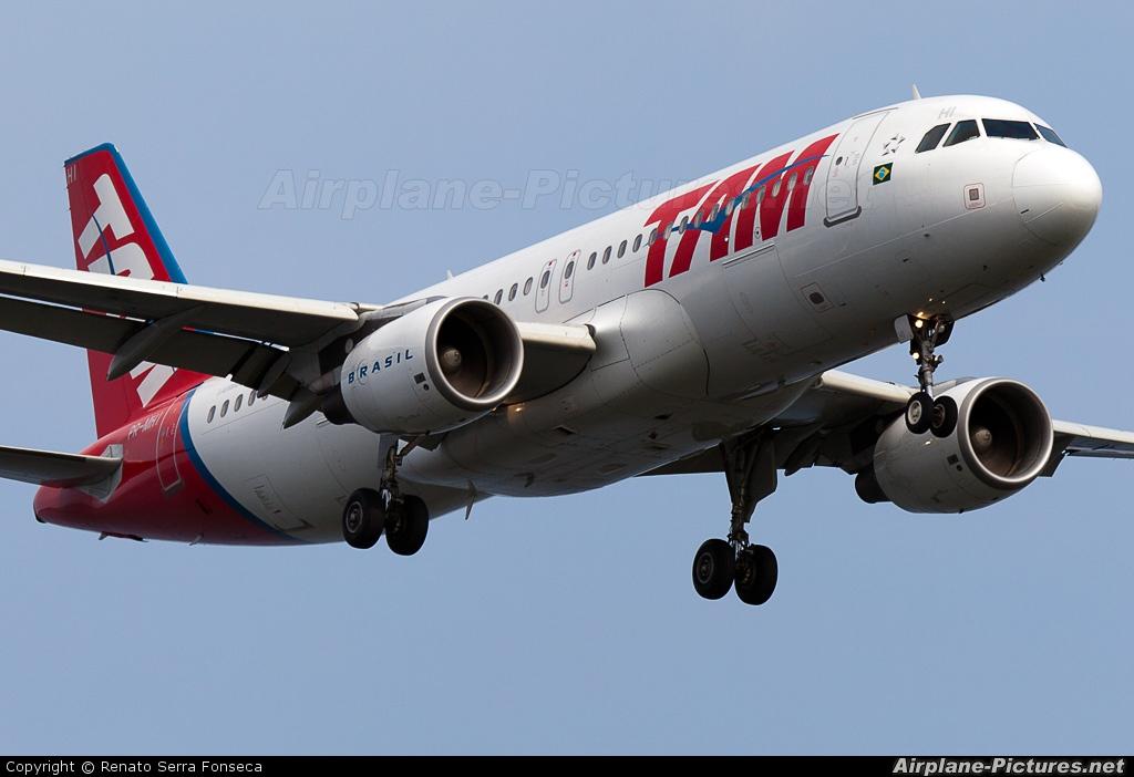 TAM PR-MHI aircraft at Rio de Janeiro/Galeão Intl - Antonio Carlos Jobim