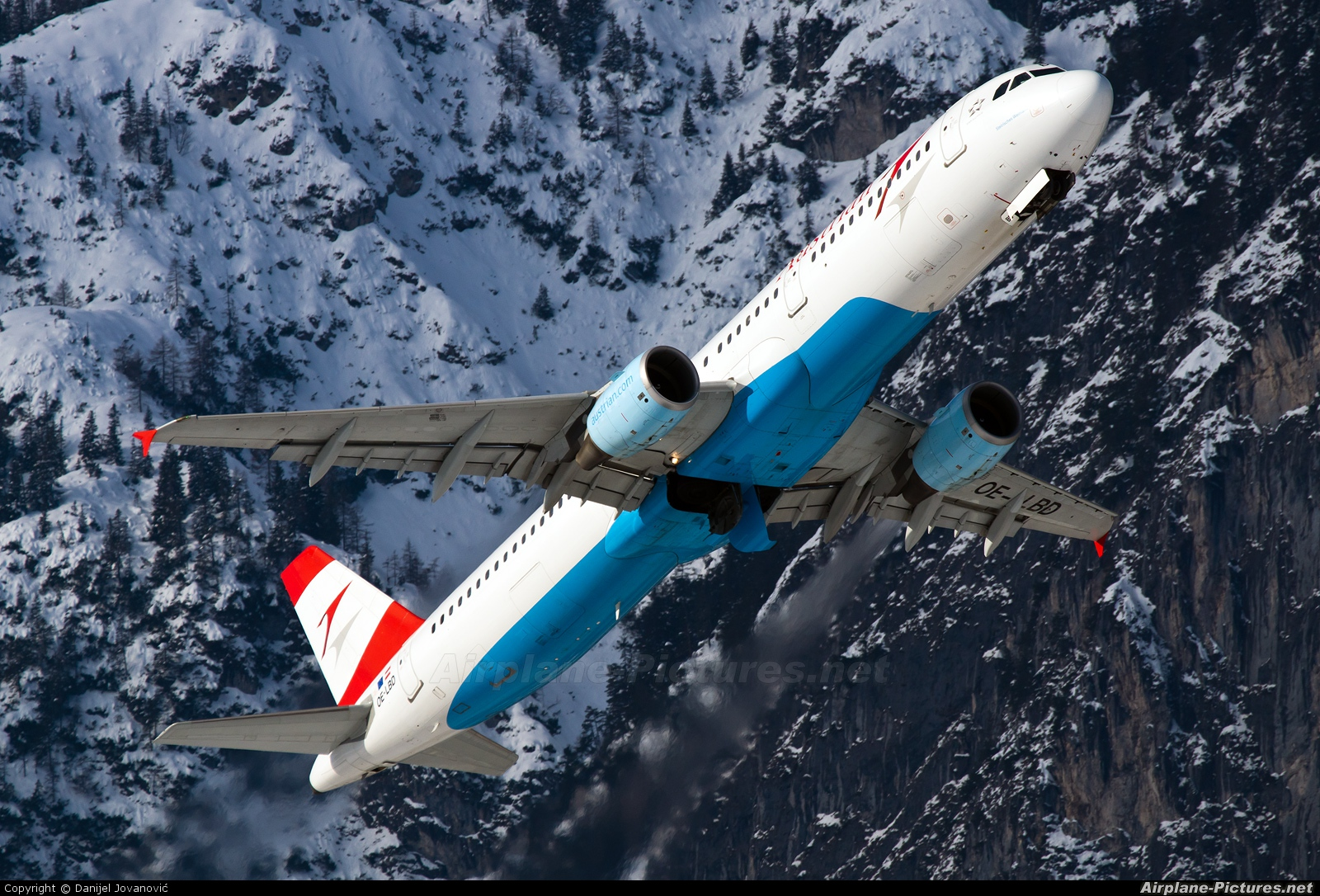 Austrian Airlines/Arrows/Tyrolean OE-LBD aircraft at Innsbruck