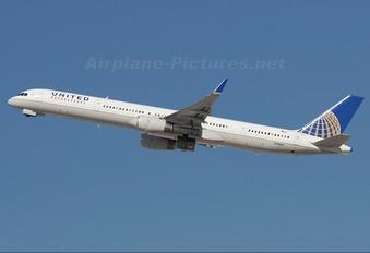 N78866 - United Airlines Boeing 757-300