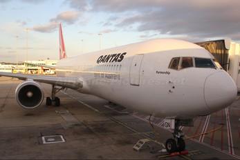 VH-OGN - QANTAS Boeing 767-300ER
