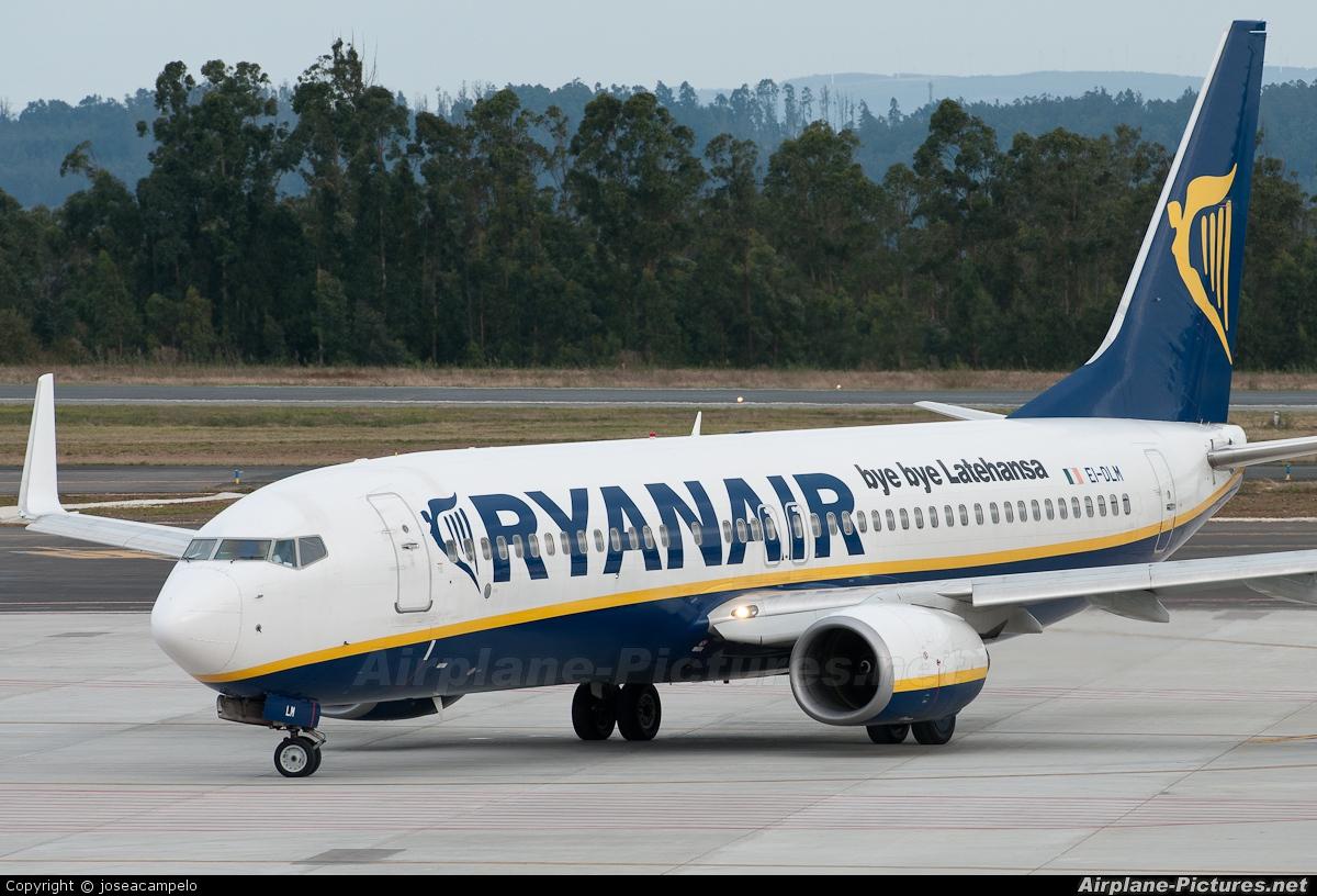 Ryanair EI-DLM aircraft at Santiago de Compostela