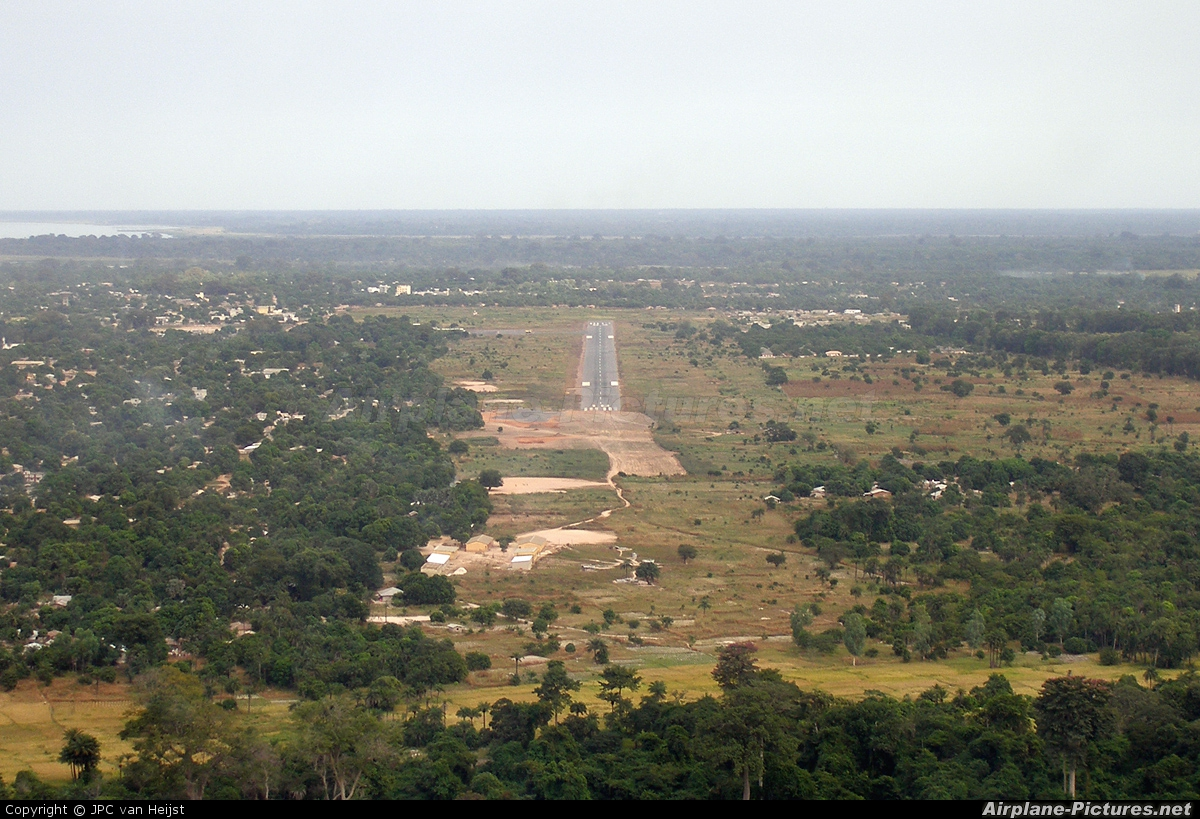- Airport Overview - aircraft at Ziguinchor