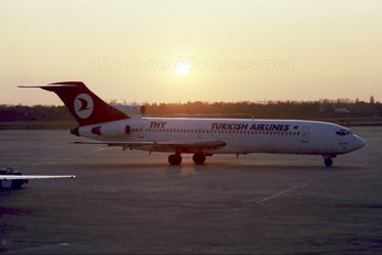 TC-JBM - Turkish Airlines Boeing 727-200 (Adv)