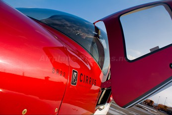 N422DR - Private Cirrus SR22