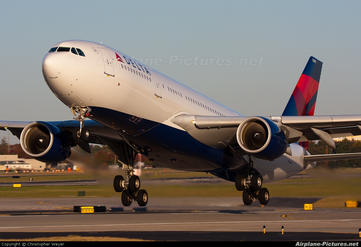 Delta Air Lines N861NW aircraft at Atlanta - Hartsfield-Jackson Intl