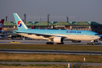 HL7743 - Korean Air Boeing 777-200ER
