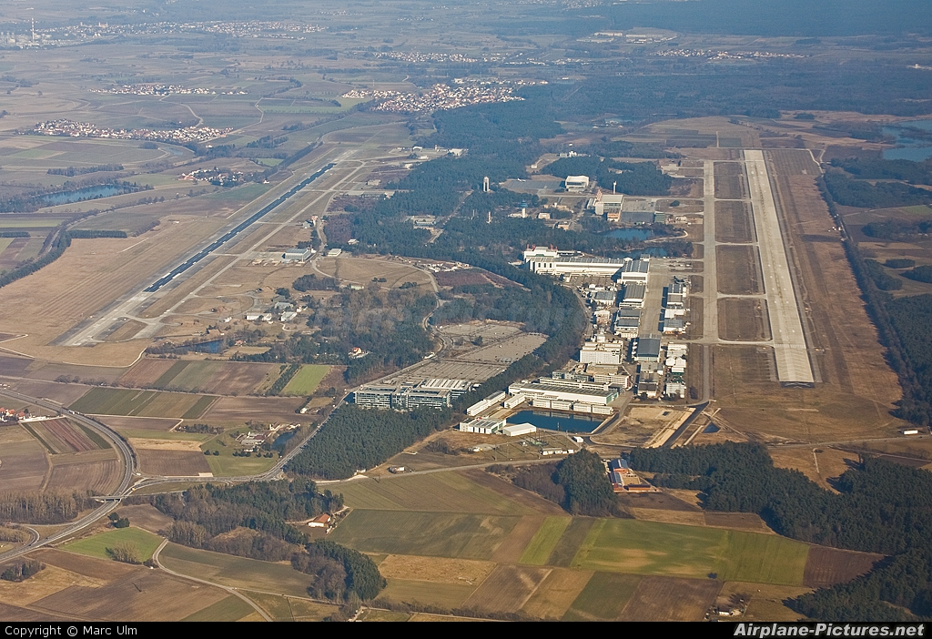 - Airport Overview - aircraft at Ingolstadt - Manching