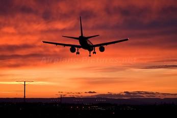 - - Delta Air Lines Boeing 757-200