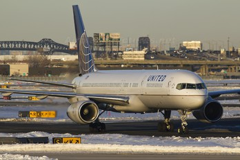N12114 - United Airlines Boeing 757-200