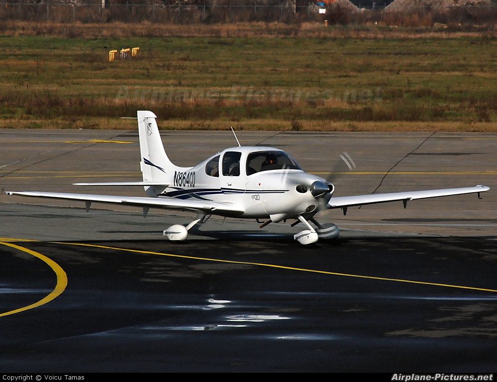 Private N864CD aircraft at Arad