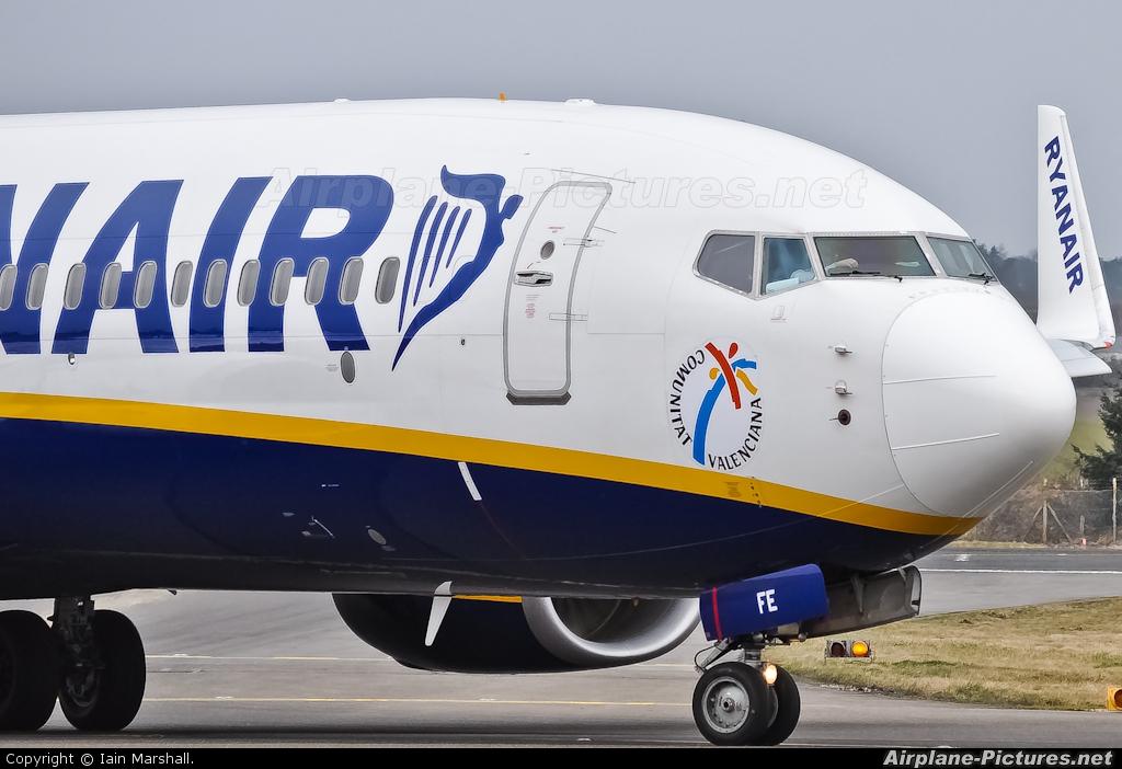 Ryanair EI-EFE aircraft at Edinburgh