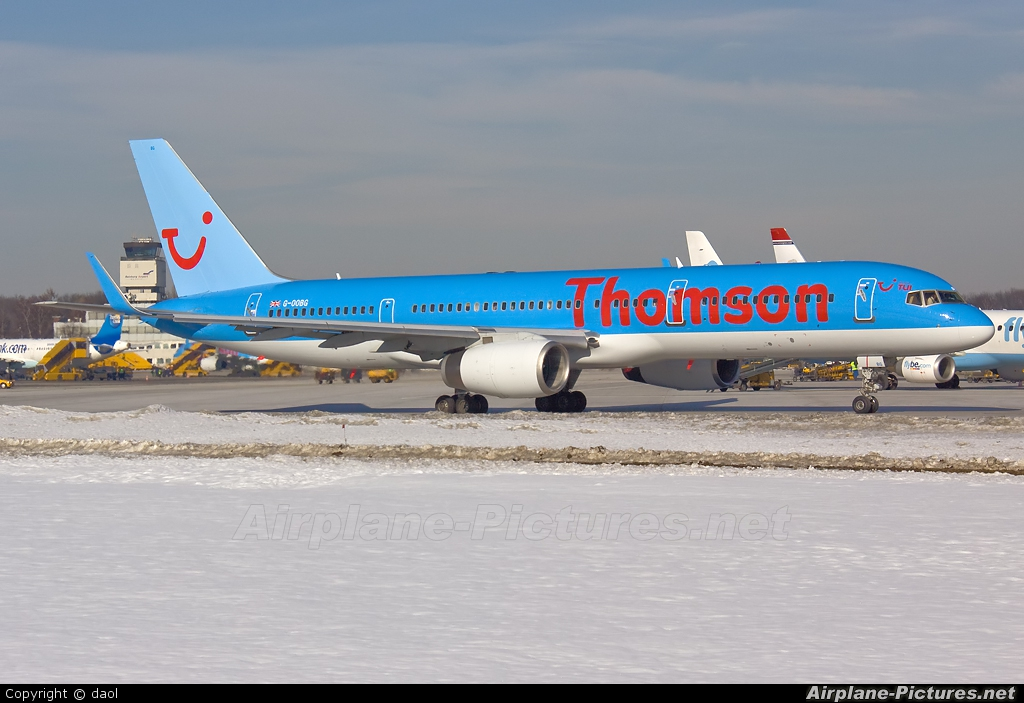 Thomson/Thomsonfly G-OOBG aircraft at Salzburg