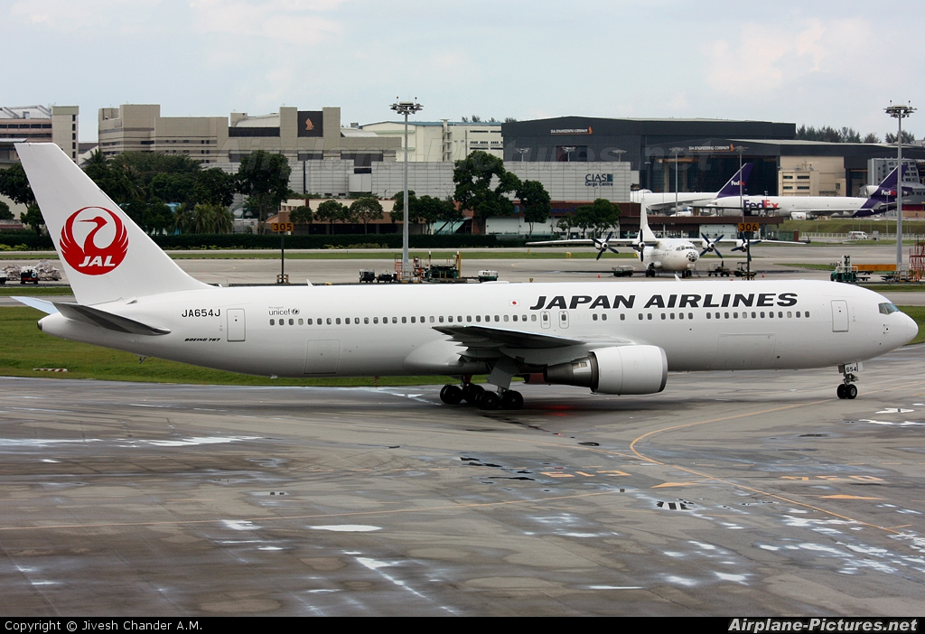 JAL - Japan Airlines JA654J aircraft at Singapore - Changi