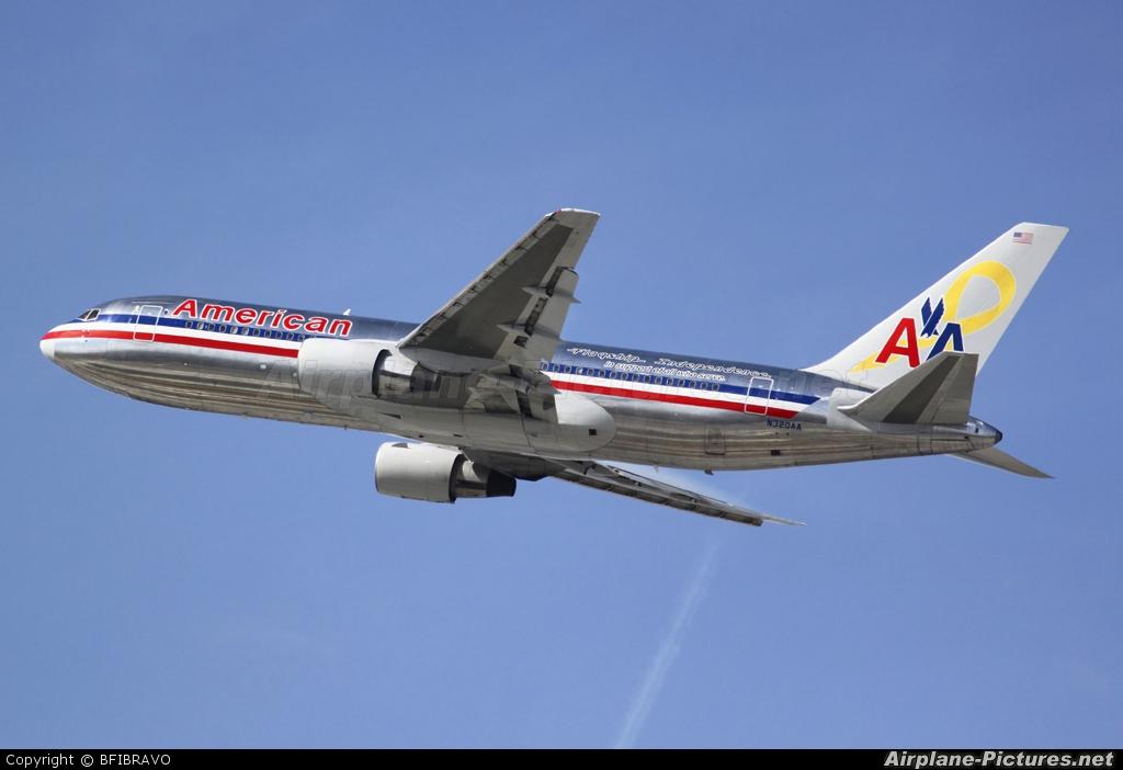 N320AA - American Airlines Boeing 767-200ER at Los Angeles ...
